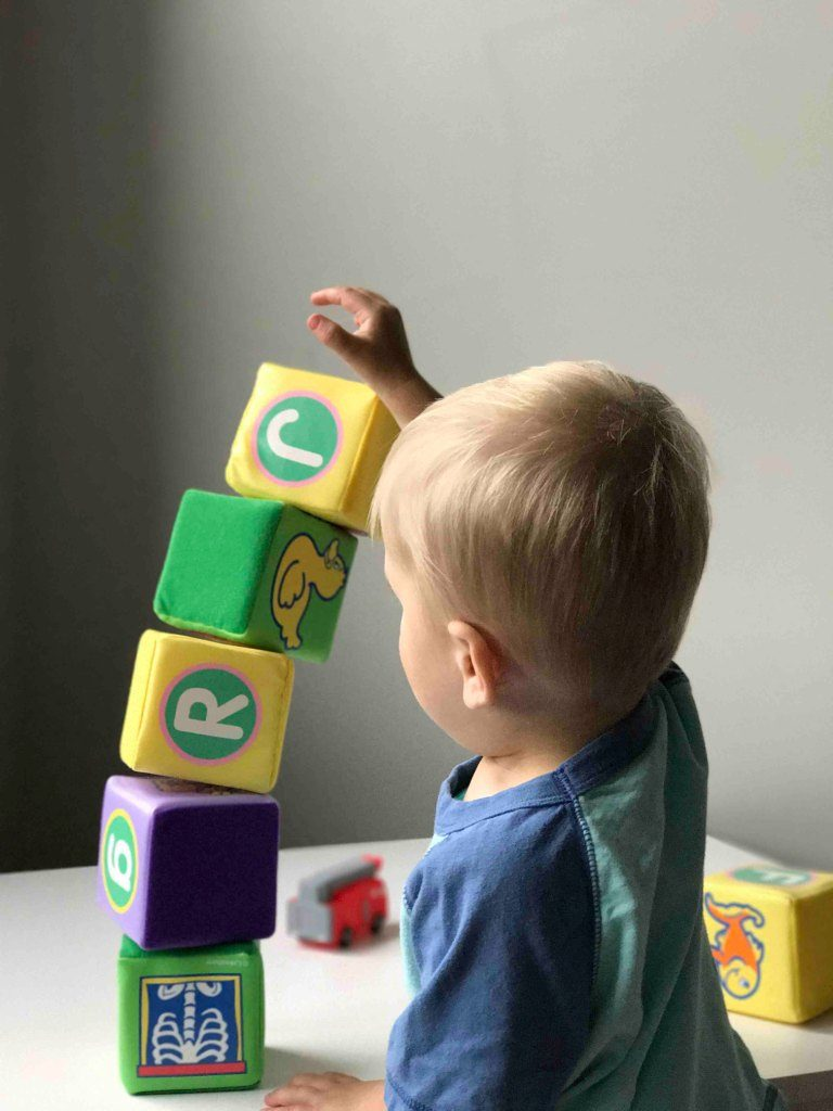 Os brinquedos Montessori fomentama aprendizageme o desenvolvimento autónomo dos seus filhos
